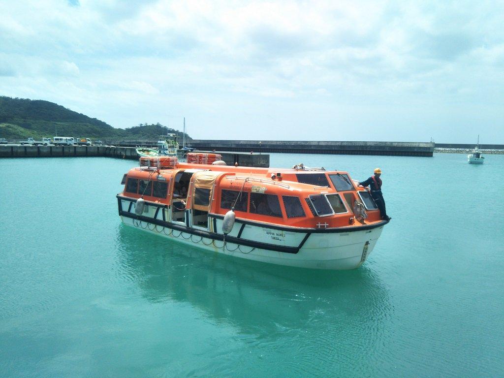 小型船にて上陸