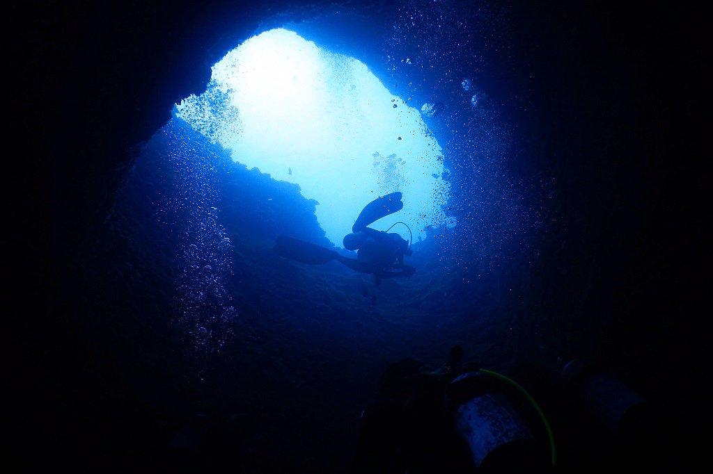 シチューガマの縦穴