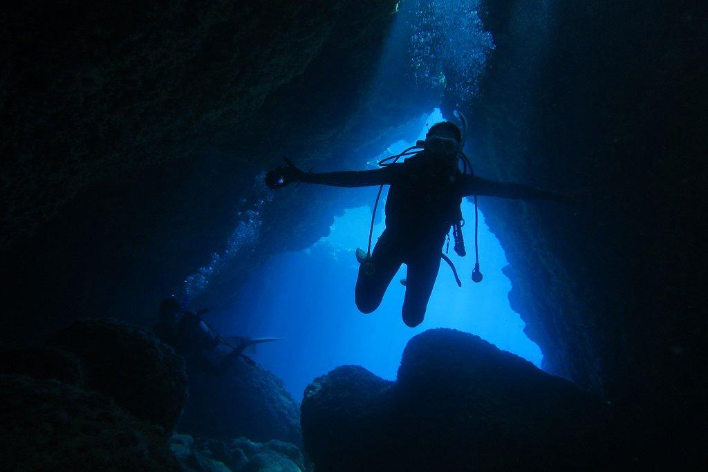 洞窟ダイビングを満喫
