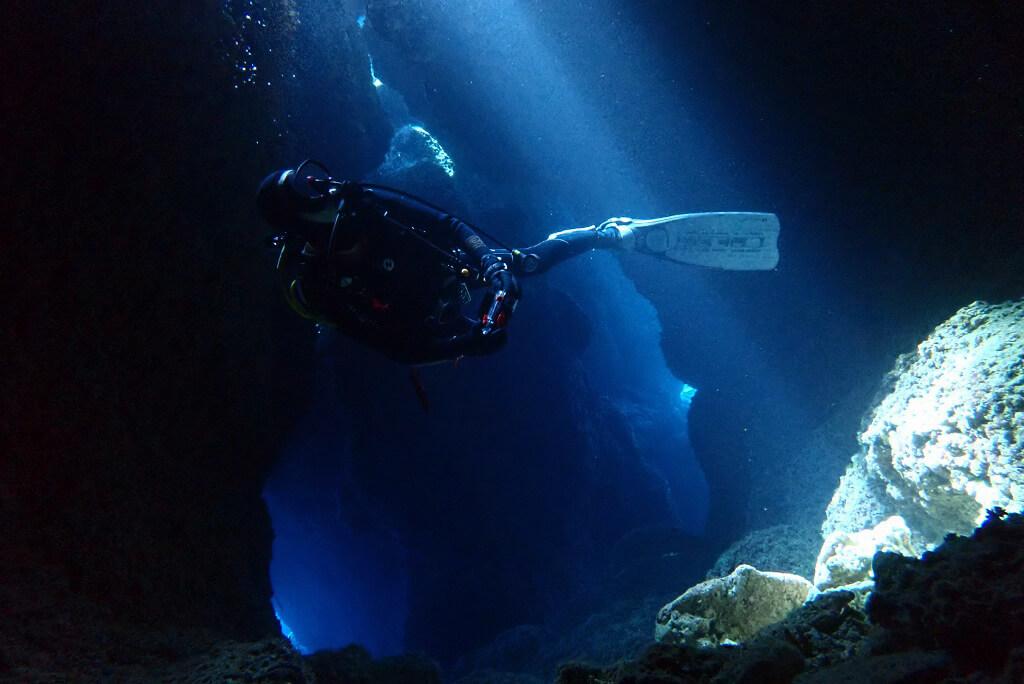 夏のアーラ洞窟