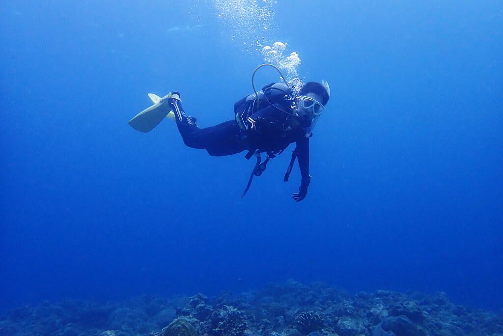中性浮力で泳ぐ