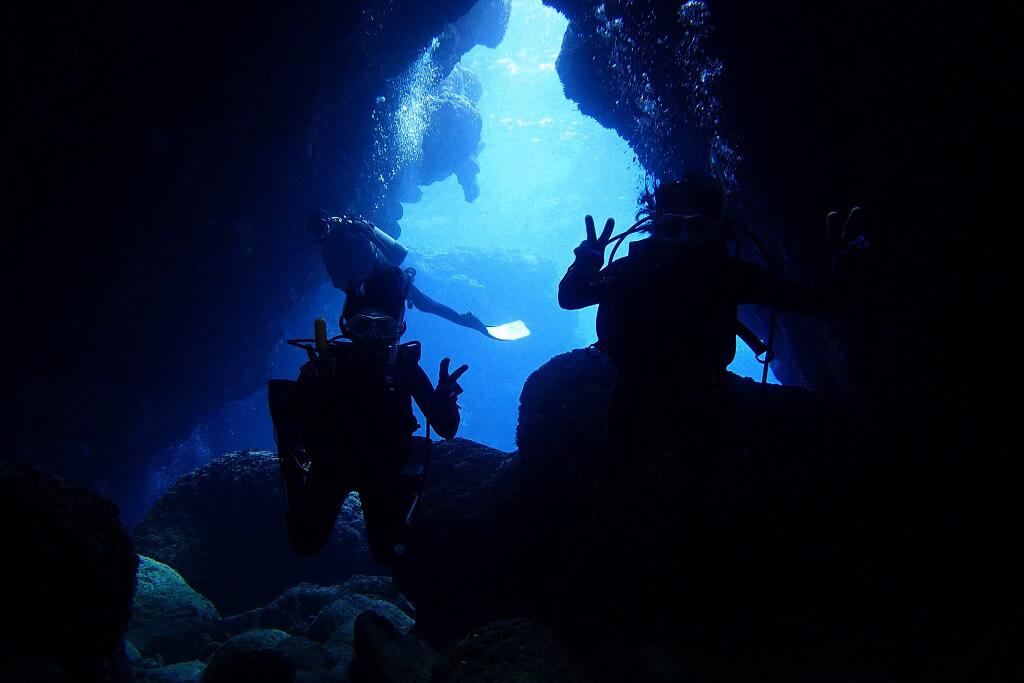 水中洞窟探検