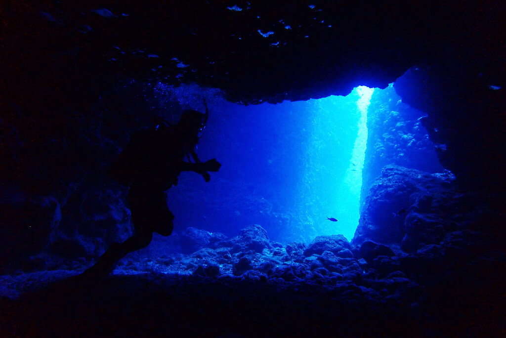 シチューガマの洞窟